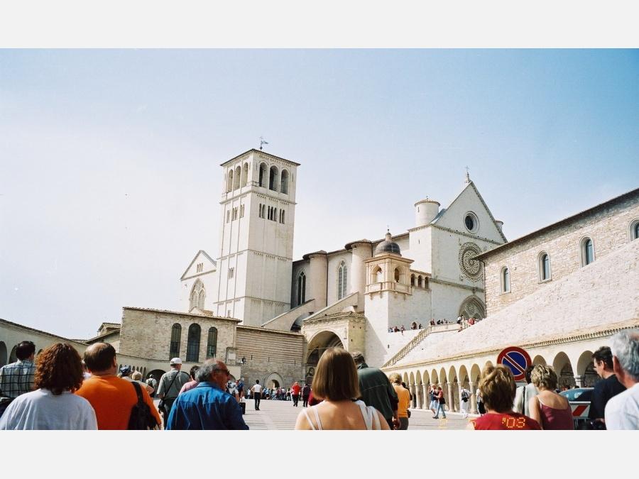 Италия-Ассизи-2.05.2003 г. (Ассизи, Италия) - Фото с ...: http://www.fototerra.ru/Italija/Assizi/Anna-08-1611.html