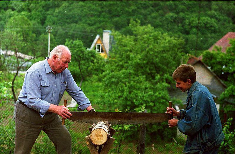 картинка дедушка на даче критика приветствуется