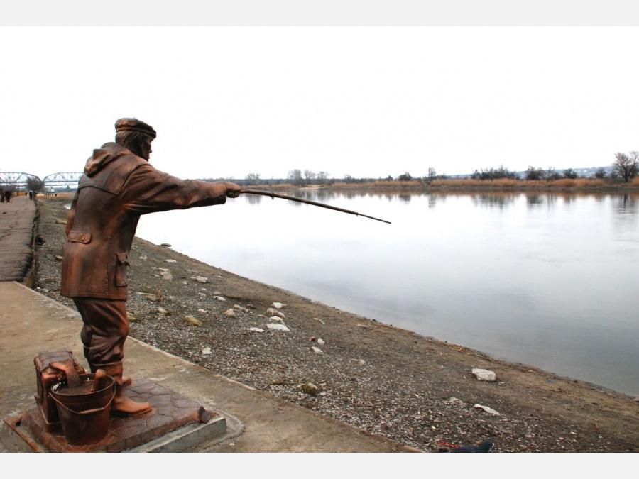 каменск памятник рыбаку