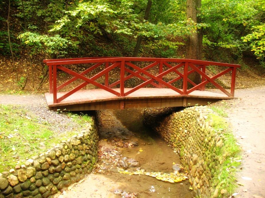 Сделать мост через ручей своими руками 31