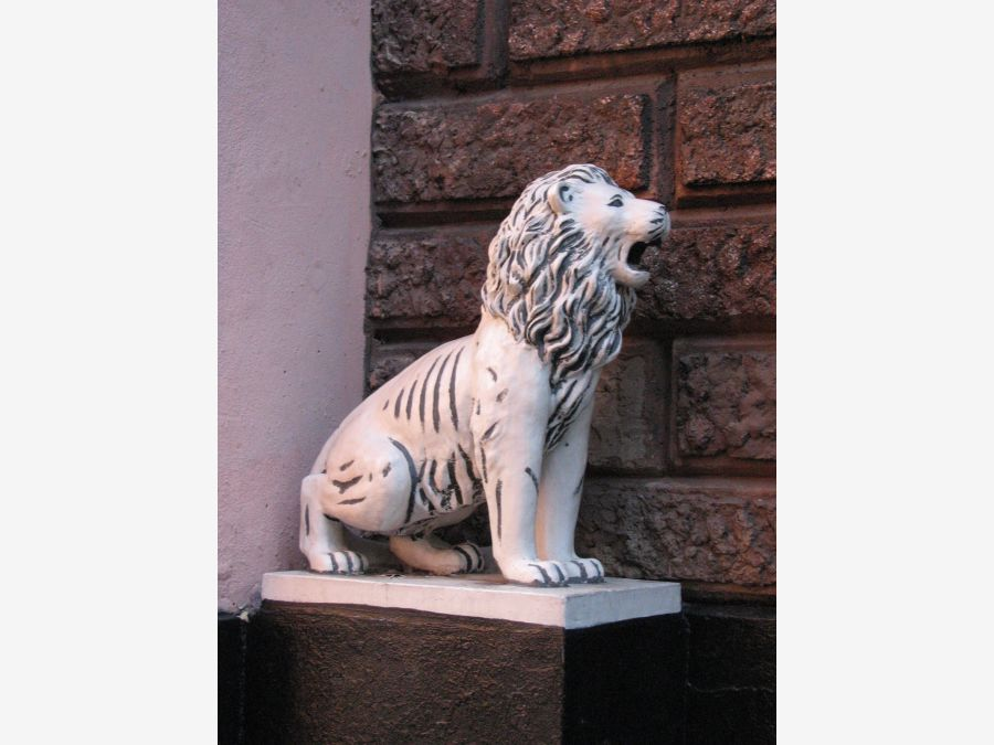 Каменные львы в Москве - все скульптуры и точные адреса
