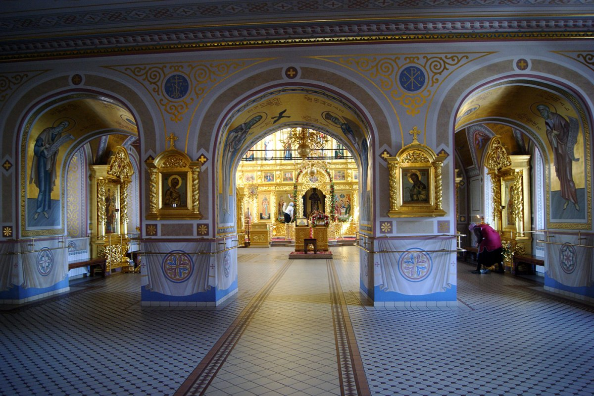 картинки свято троицкого собора в саратове фото наталья