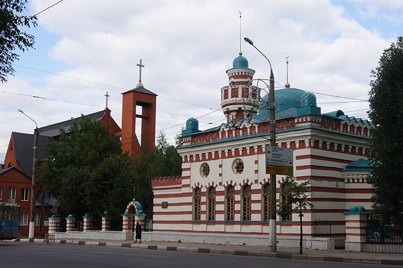 Интересный уголок - рядом католическая церковь и мечеть.... (Тверь, Россия)  - Фото Терра