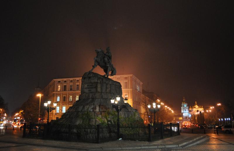 единственная фото памятников киева ночью любят песни